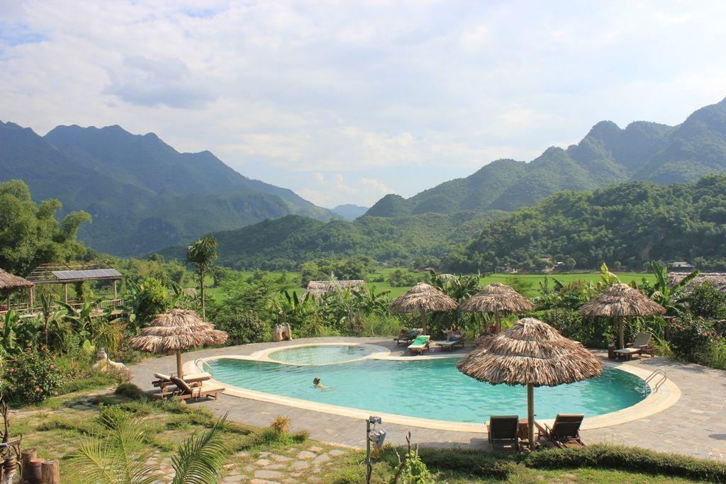 Mai Chau Ecolodge Swimming pool 01